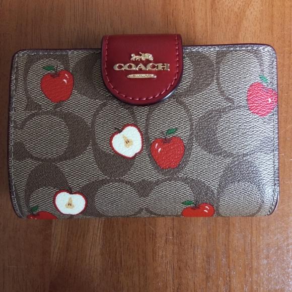 Coach Signature Medium Corner Zip Wallet Apple